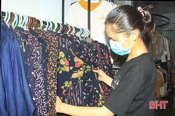 Đầu hè, thời trang chống nắng ở Hà Tĩnh đã 'đắt khách'! Ảnh 4