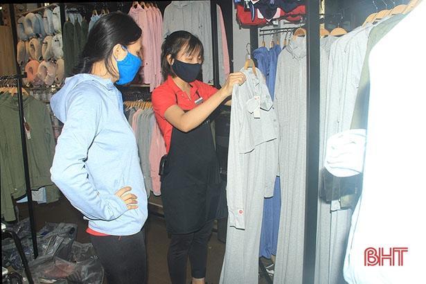 Đầu hè, thời trang chống nắng ở Hà Tĩnh đã 'đắt khách'! Ảnh 5