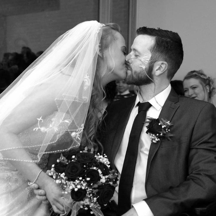 Chuyện tình rơi nước mắt của chú rể ung thư, qua đời sau 3 ngày kết hôn Ảnh 1
