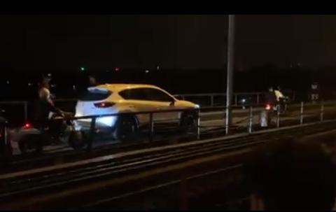 Phạt 1,5 triệu đồng lái xe ô tô trên cầu Long Biên gây ùn tắc Ảnh 1