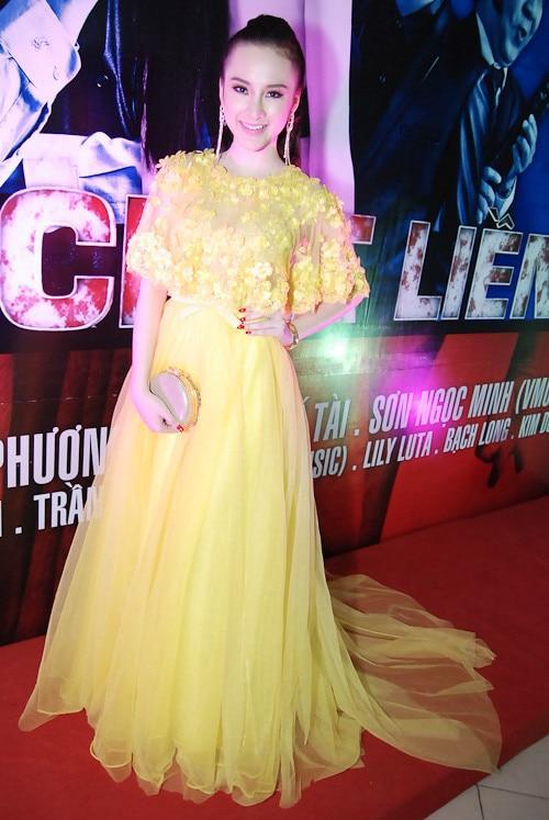 Mặc màu vàng quyền lực, Angela Phương Trinh khi lộng lẫy như bà hoàng lúc 'lạc quẻ' khó đỡ Ảnh 2