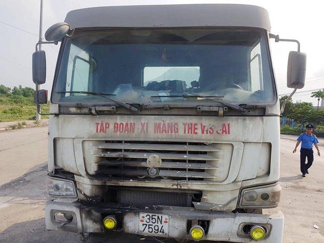 Ninh Bình: Kỳ lạ chiếc xe chở đầy hàng bị bỏ lại, cán bộ giao thông phải túc trực tìm chủ Ảnh 1