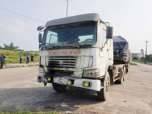 Ninh Bình: Kỳ lạ chiếc xe chở đầy hàng bị bỏ lại, cán bộ giao thông phải túc trực tìm chủ Ảnh 5