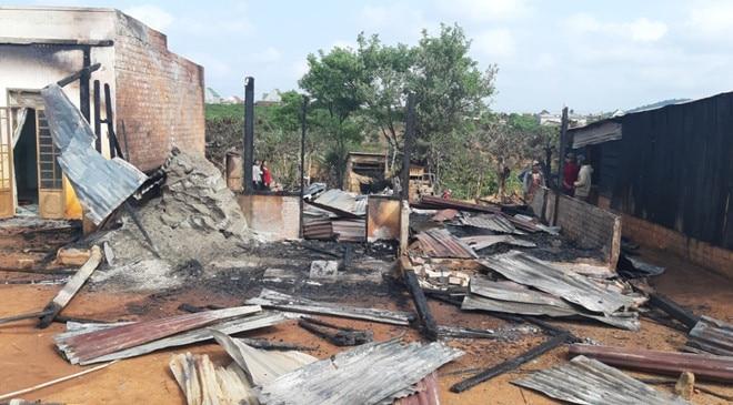 Hỏa hoạn nghiêm trọng thiêu rụi hoàn toàn nhà dân ở Lâm Đồng, 2 căn nhà liền kề bị thiệt hại nặng nề Ảnh 1