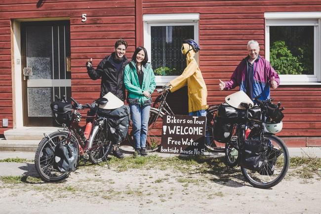 Cặp vợ chồng đạp xe 16.000km gây quỹ từ thiện cho trẻ em Ảnh 1
