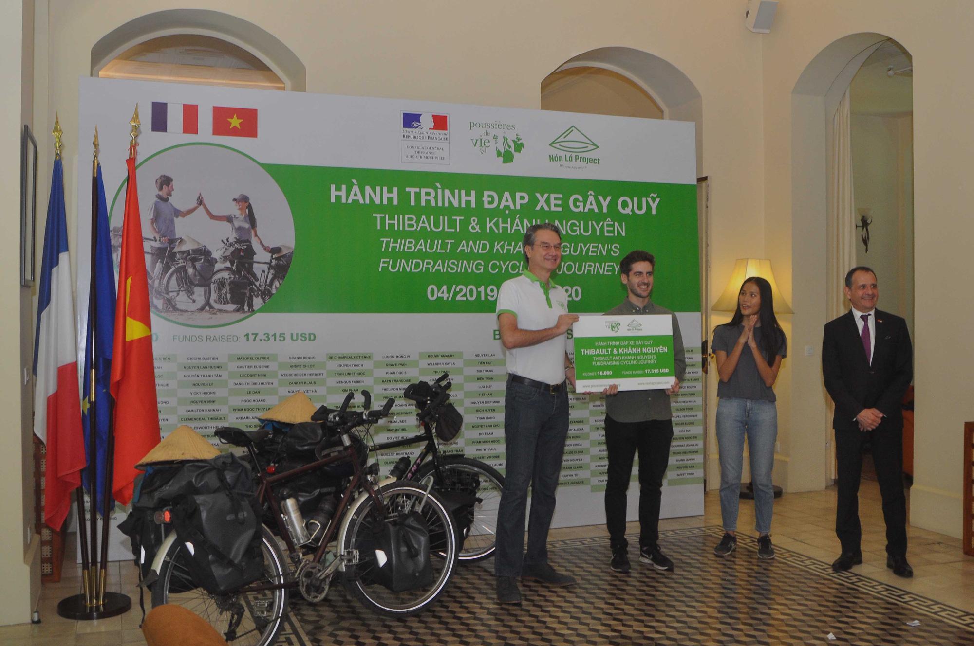 Cặp vợ chồng đạp xe 16.000km gây quỹ từ thiện cho trẻ em Ảnh 3