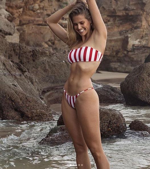 Body săn chắc, nóng bỏng 'từng cm' của chân dài Natalie Roser Ảnh 2