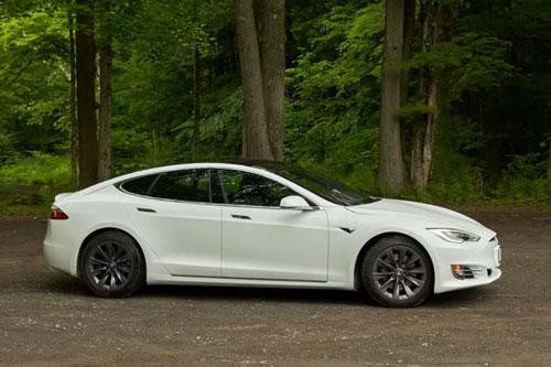 Top 10 xe sedan tăng tốc nhanh nhất năm 2020: Tesla Model S Performance không đối thủ Ảnh 1