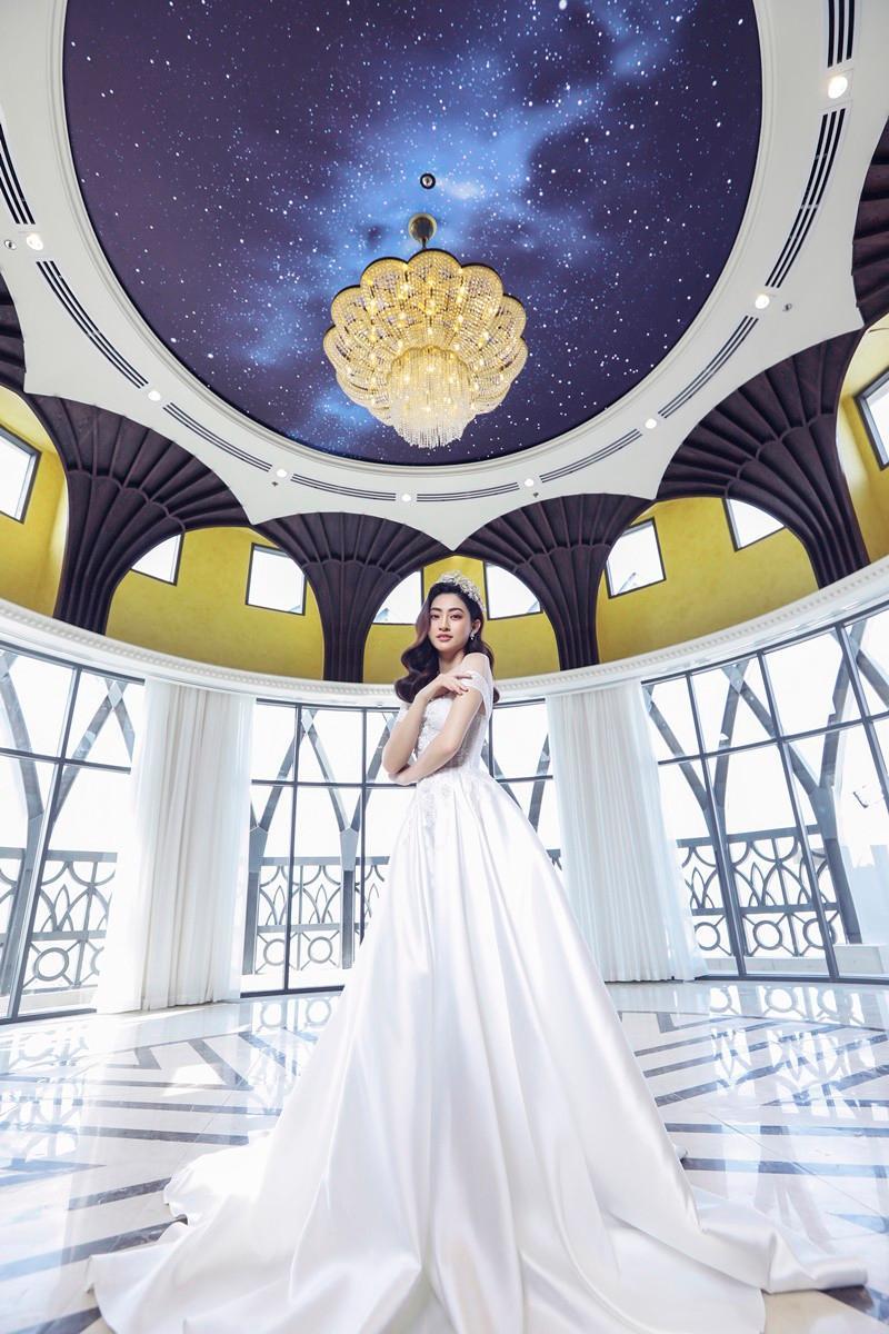 Lương Thùy Linh hóa cô dâu kiêu kỳ, khoe nhan sắc chín muồi ở tuổi 20 Ảnh 10