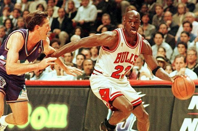 Đôi giày của huyền thoại Michael Jordan có giá hơn nửa triệu USD Ảnh 1