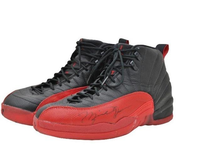 Đôi giày của huyền thoại Michael Jordan có giá hơn nửa triệu USD Ảnh 2