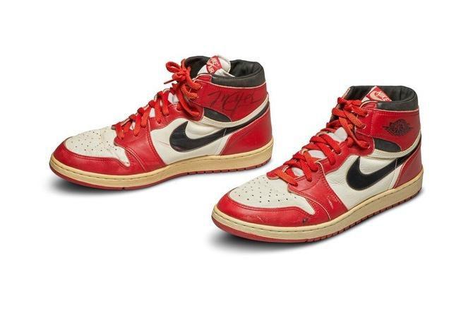 Đôi giày của huyền thoại Michael Jordan có giá hơn nửa triệu USD Ảnh 5