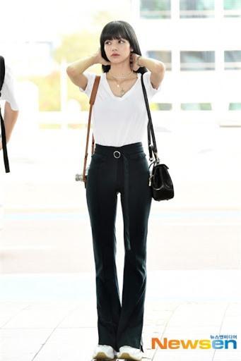 Áo phông đen - trắng đơn giản là vậy nhưng Black Pink diện lên vẫn cực 'xịn', tất cả là nhờ 4 công thức Ảnh 13