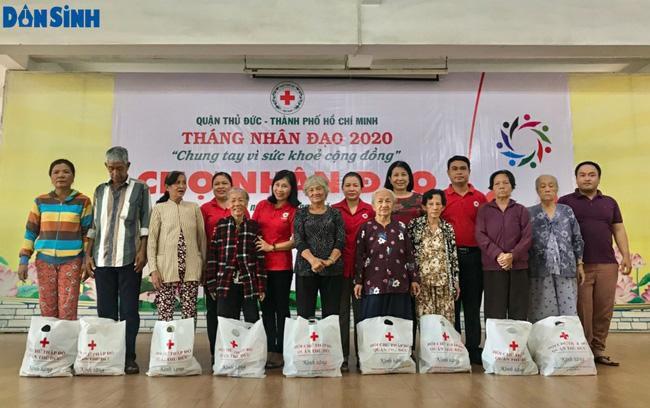 TP.HCM: Hơn 91 triệu đồng trao tặng người nghèo tại 'Chợ nhân đạo' Ảnh 1