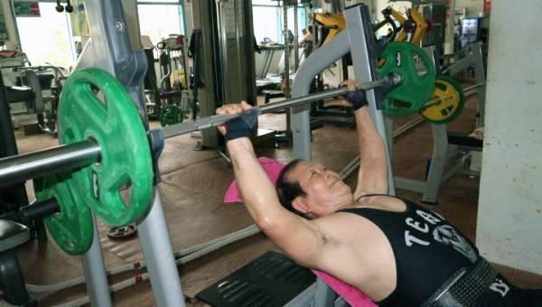 Cụ ông An Giang nhận bằng huấn luyện viên thể hình năm 80 tuổi Ảnh 1