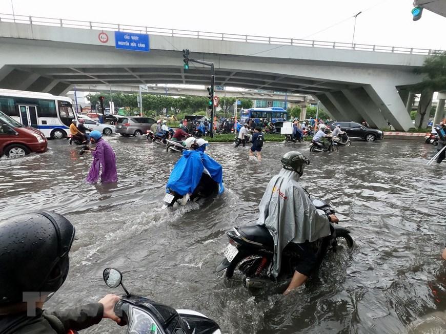 Nhiều tuyến đường tại Thành phố Hồ Chí Minh ngập sau cơn mưa lớn Ảnh 1