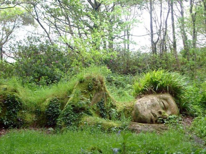 Tượng thiếu nữ ngủ thay đổi diện mạo qua các mùa Ảnh 4
