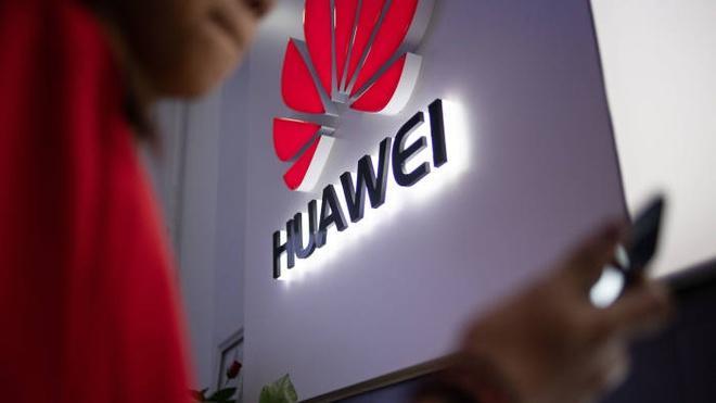 Huawei trọng thương vì cú đòn của Tổng thống Mỹ Donald Trump Ảnh 1