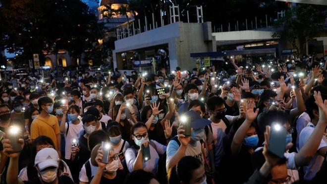 Ngoại trưởng Anh kêu gọi TQ xem xét lại luật an ninh cho Hong Kong Ảnh 1