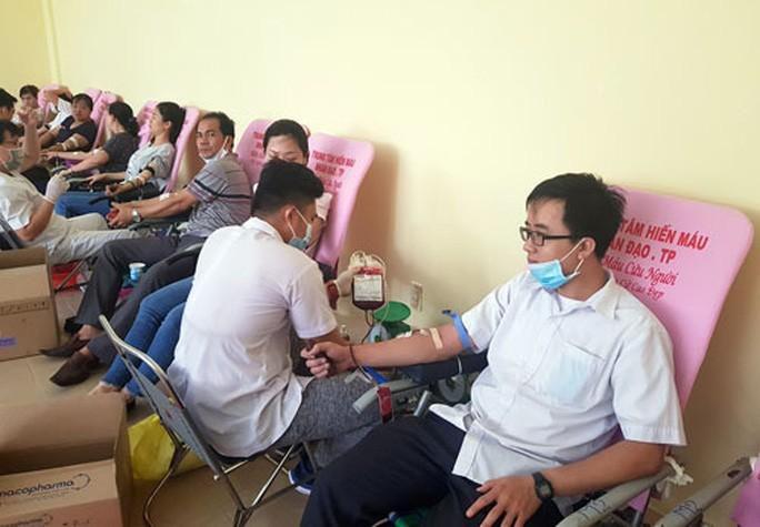 Hơn 500 đoàn viên hiến máu cứu người Ảnh 1