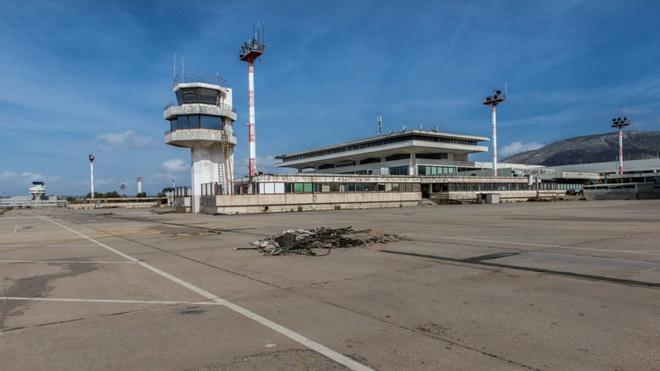 Cảnh đổ nát tại sân bay bị bỏ hoang ở châu Âu Ảnh 11