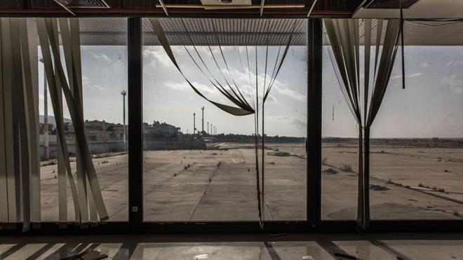Cảnh đổ nát tại sân bay bị bỏ hoang ở châu Âu Ảnh 4