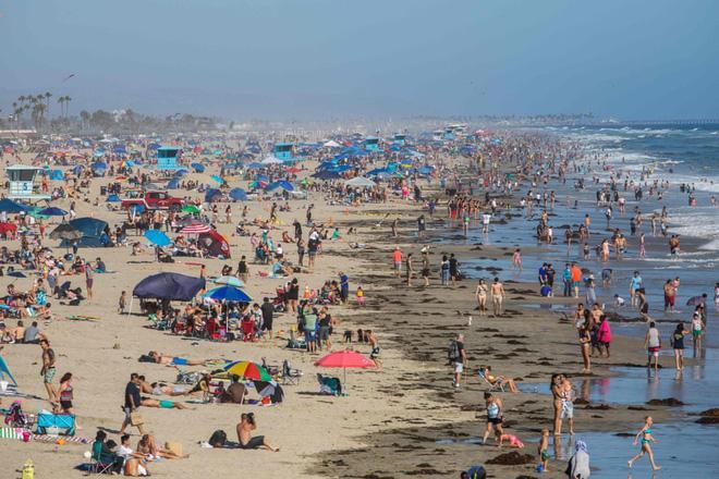 24h qua ảnh: Người dân Mỹ tắm biển đông nghịt bất chấp dịch Covid-19 Ảnh 3