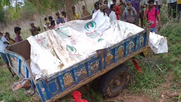 Ấn Độ: Xe tải lao vào xe công nông chở người, ít nhất 10 người chết Ảnh 1