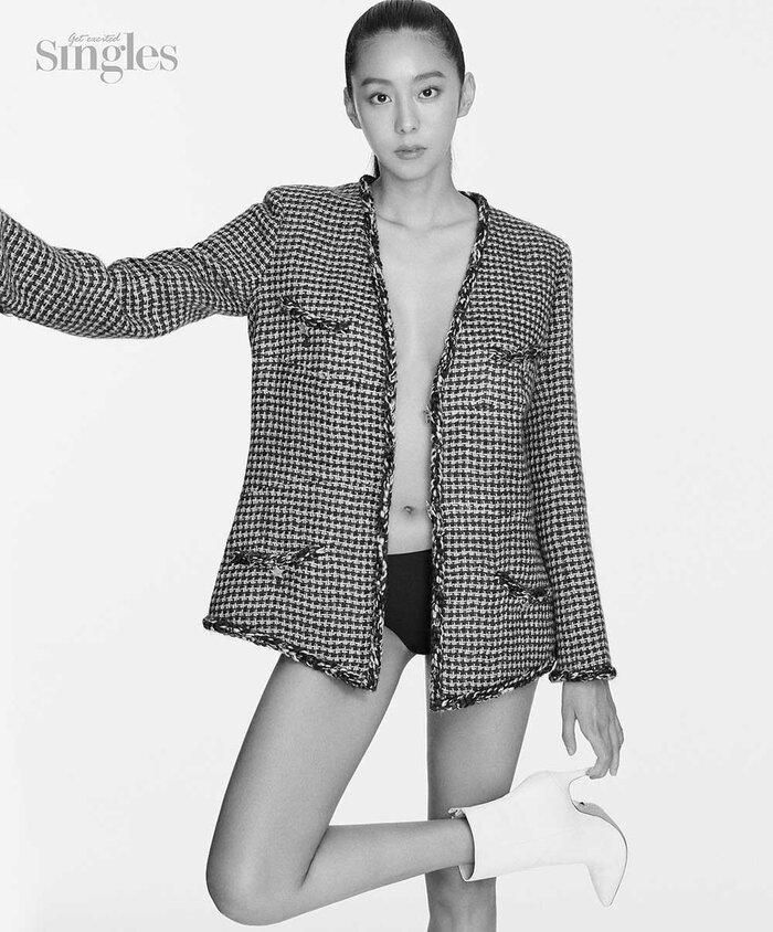 UEE khoe tạo hình khác lạ, vóc dáng không chút mỡ thừa trong bộ ảnh bán khỏa thân cho tạp chí 'Singles' Ảnh 2