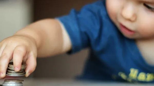 Các bác sĩ thực hiện ca mổ hiếm gặp, cứu em bé 2 tuổi nuốt 2 viên nam châm Ảnh 3