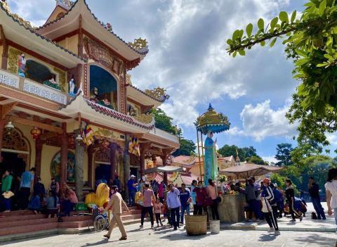 Tháng 6 về Tây Ninh trẩy hội Vía Bà Ảnh 2