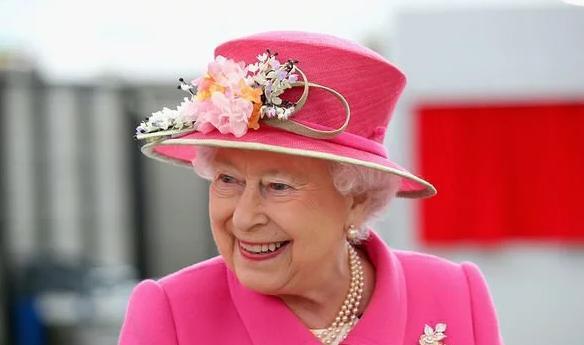 Vì sao Kate và Meghan luôn chọn trang phục kém nổi bật hơn Nữ hoàng? Ảnh 1