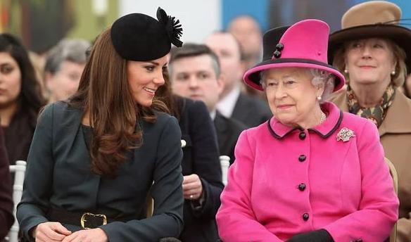 Vì sao Kate và Meghan luôn chọn trang phục kém nổi bật hơn Nữ hoàng? Ảnh 3
