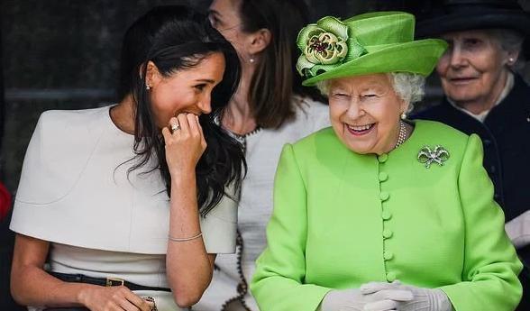 Vì sao Kate và Meghan luôn chọn trang phục kém nổi bật hơn Nữ hoàng? Ảnh 4