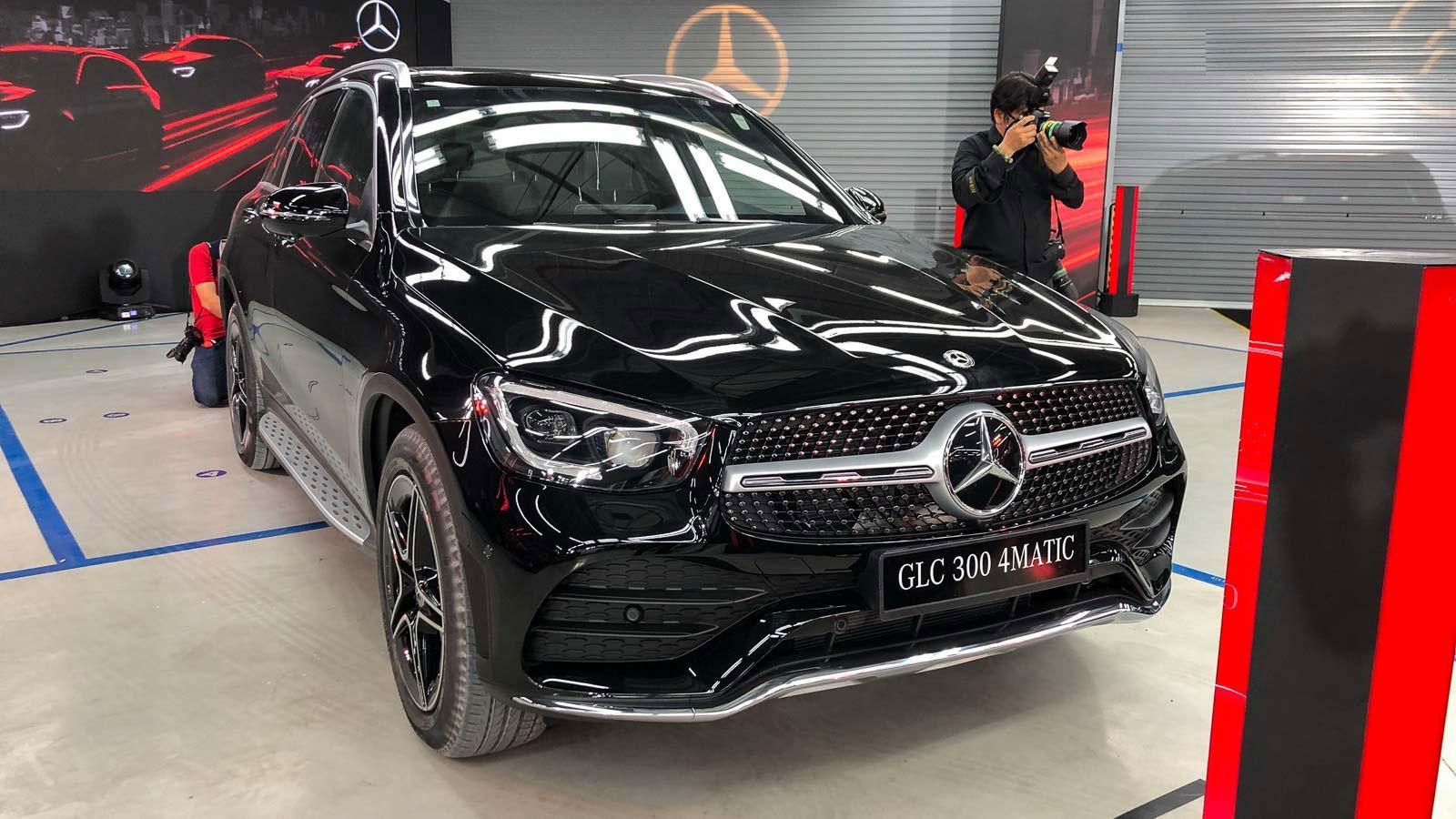 Xế Mercedes hơn 2 tỷ của Quang Hải có gì thu hút? Ảnh 1