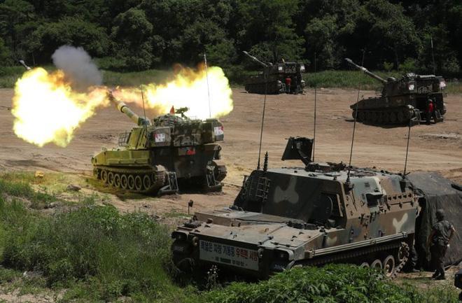 24h qua ảnh: Pháo binh Hàn Quốc bắn đạn thật gần biên giới Triều Tiên Ảnh 2