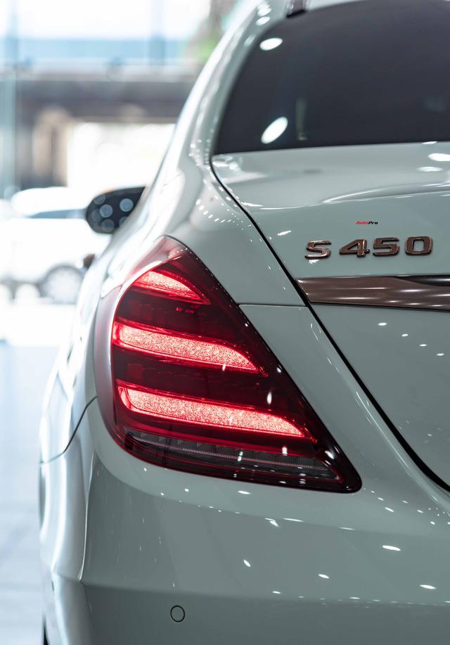 Độ cực độc, Mercedes-Benz S 450 Luxury phiên bản vàng hồng vẫn có giá bán lại rẻ hơn cả tỷ đồng dù mới chạy 12.000km Ảnh 12