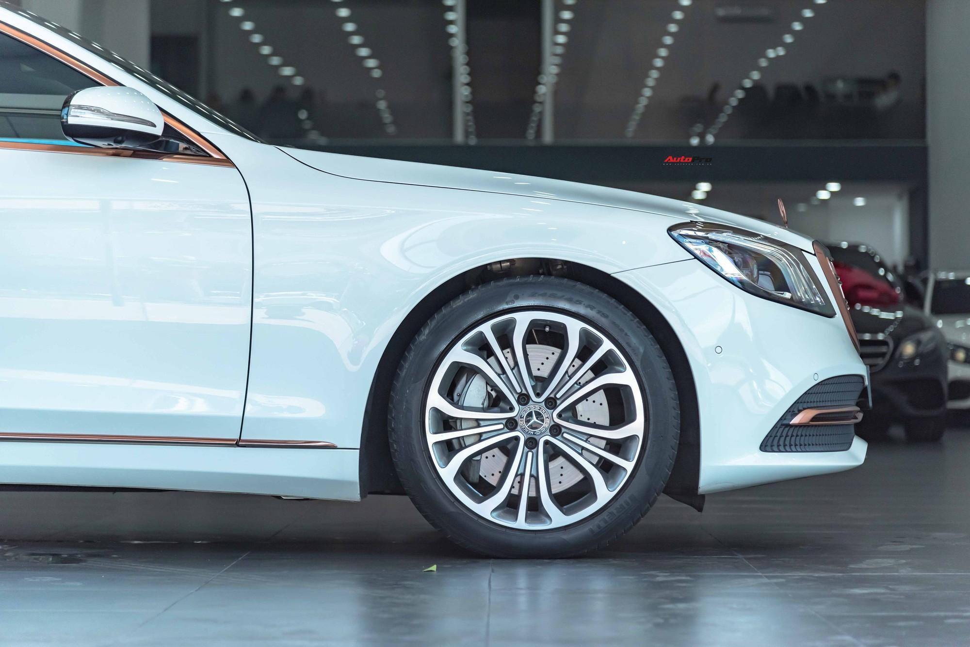 Độ cực độc, Mercedes-Benz S 450 Luxury phiên bản vàng hồng vẫn có giá bán lại rẻ hơn cả tỷ đồng dù mới chạy 12.000km Ảnh 7