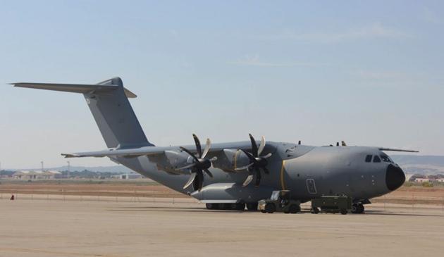 Máy bay vận tải quân sự tầm xa của Anh và Tây Ban Nha vỡ toác sau va chạm với... chim Ảnh 2