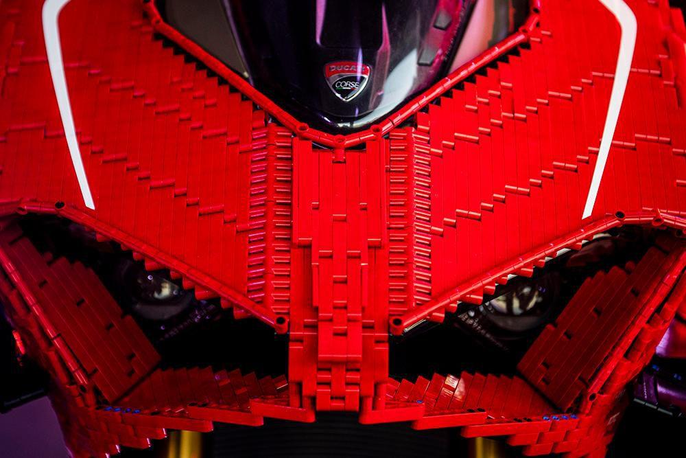 Siêu phẩm Ducati Panigale V4R LEGO: Đồ chơi trẻ em kết hợp với ước mơ người lớn Ảnh 7