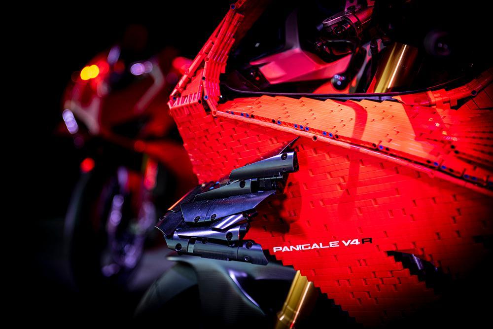 Siêu phẩm Ducati Panigale V4R LEGO: Đồ chơi trẻ em kết hợp với ước mơ người lớn Ảnh 8