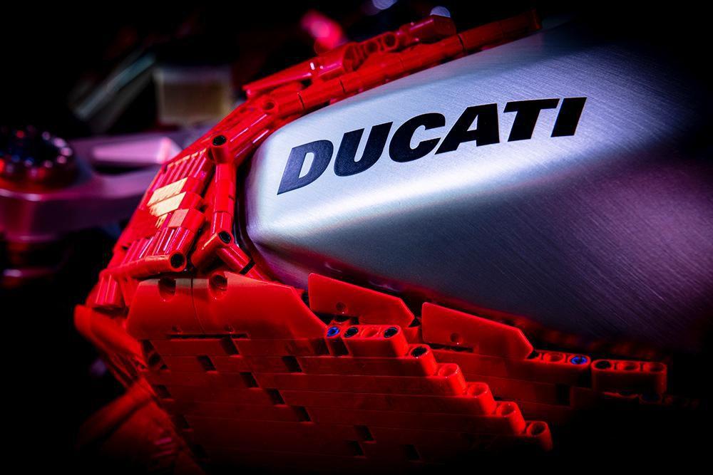 Siêu phẩm Ducati Panigale V4R LEGO: Đồ chơi trẻ em kết hợp với ước mơ người lớn Ảnh 4