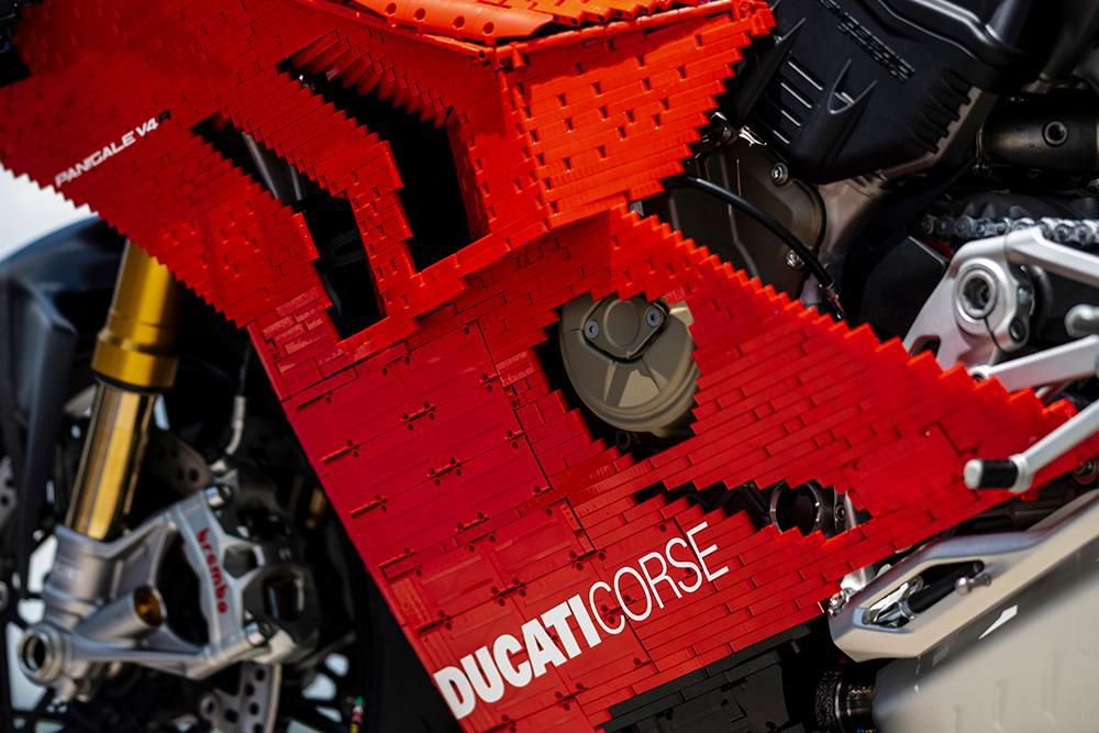 Siêu phẩm Ducati Panigale V4R LEGO: Đồ chơi trẻ em kết hợp với ước mơ người lớn Ảnh 14