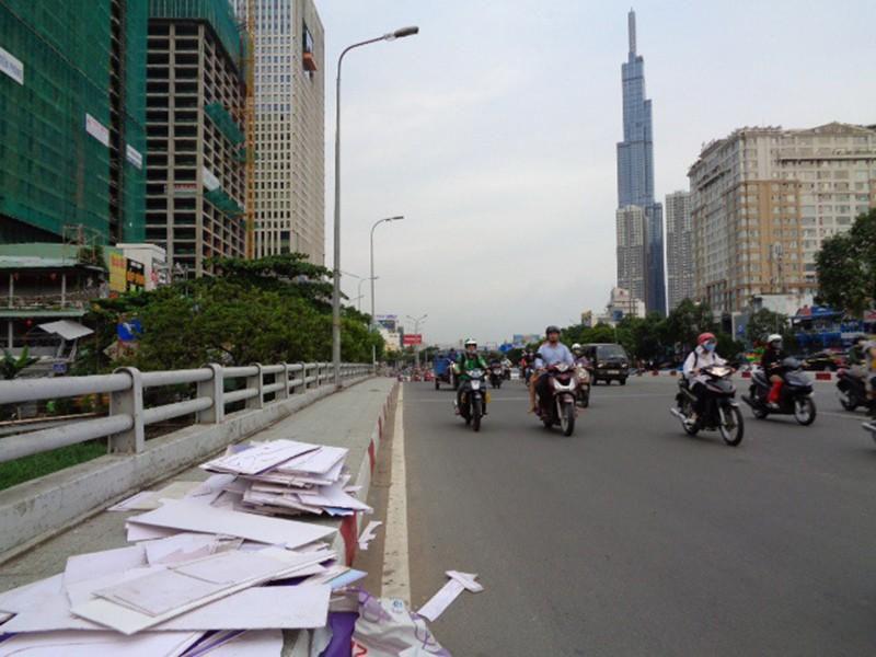 Gửi rác trên cầu Ảnh 2