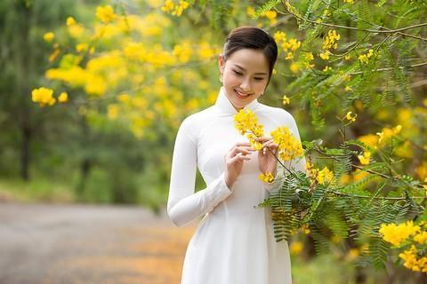 Nhan sắc Việt tỏa sáng với áo dài Ảnh 5