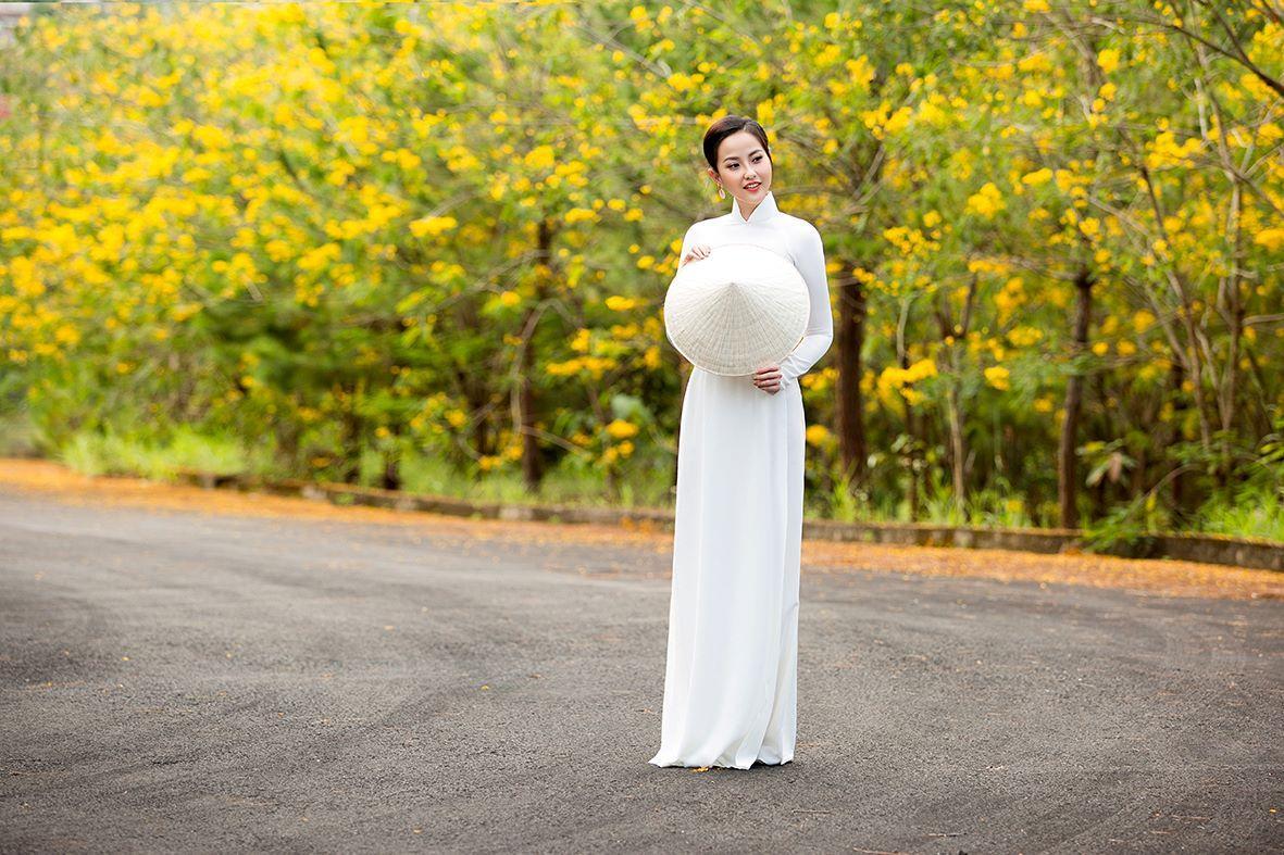 Nhan sắc Việt tỏa sáng với áo dài Ảnh 4