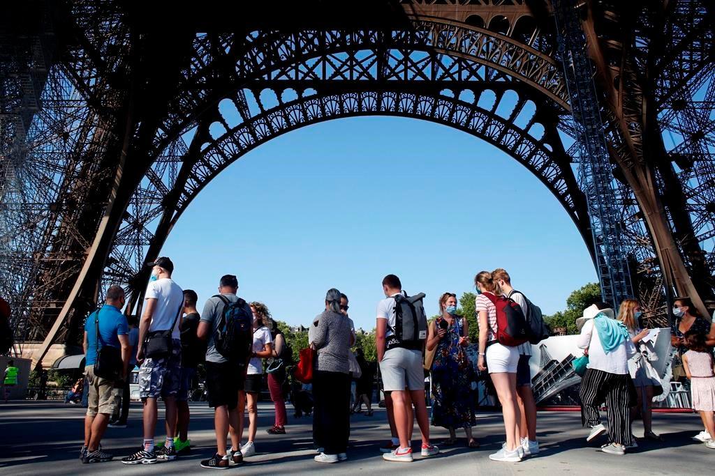 Tháp Eiffel đi qua thế chiến và khủng bố, nhưng Covid-19 tàn khốc hơn Ảnh 3