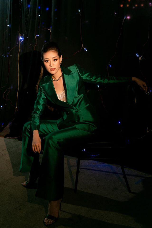 Hoa hậu Diễm Hương mặc áo tắm đỏ rực khoe đường cong uốn lượn nóng bỏng Ảnh 7