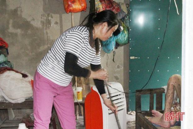 Người phụ nữ ở Hà Tĩnh 11 năm chăm sóc hàng xóm tật nguyền Ảnh 4