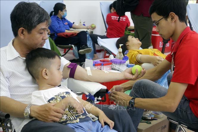 Ngày hội hiến máu tình nguyện 'Sắc đỏ Tây Đô' Ảnh 1
